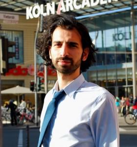 """Rami Hamze vor den """"Köln-Arcaden"""" in Köln-Kalk"""